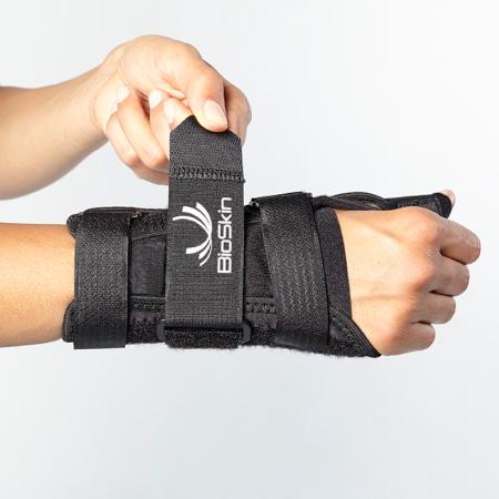 Bioskin thumb spica aandoen